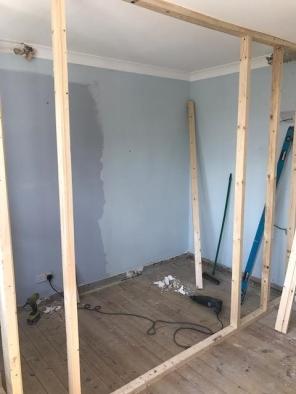 En suite wall frame
